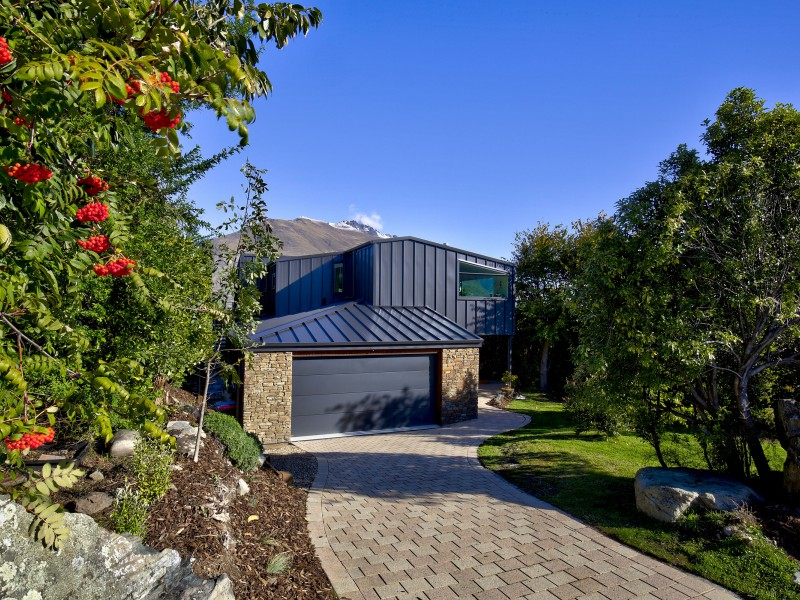 Featured Queenstown Real Estate 50